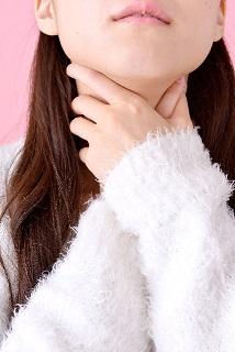 ヒステリー球(咽喉頭異常感症)の原因|喉の違和感・異物感はなぜ生じるのか
