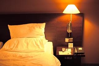 眠りが浅いと感じる時に考えたい原因と対策